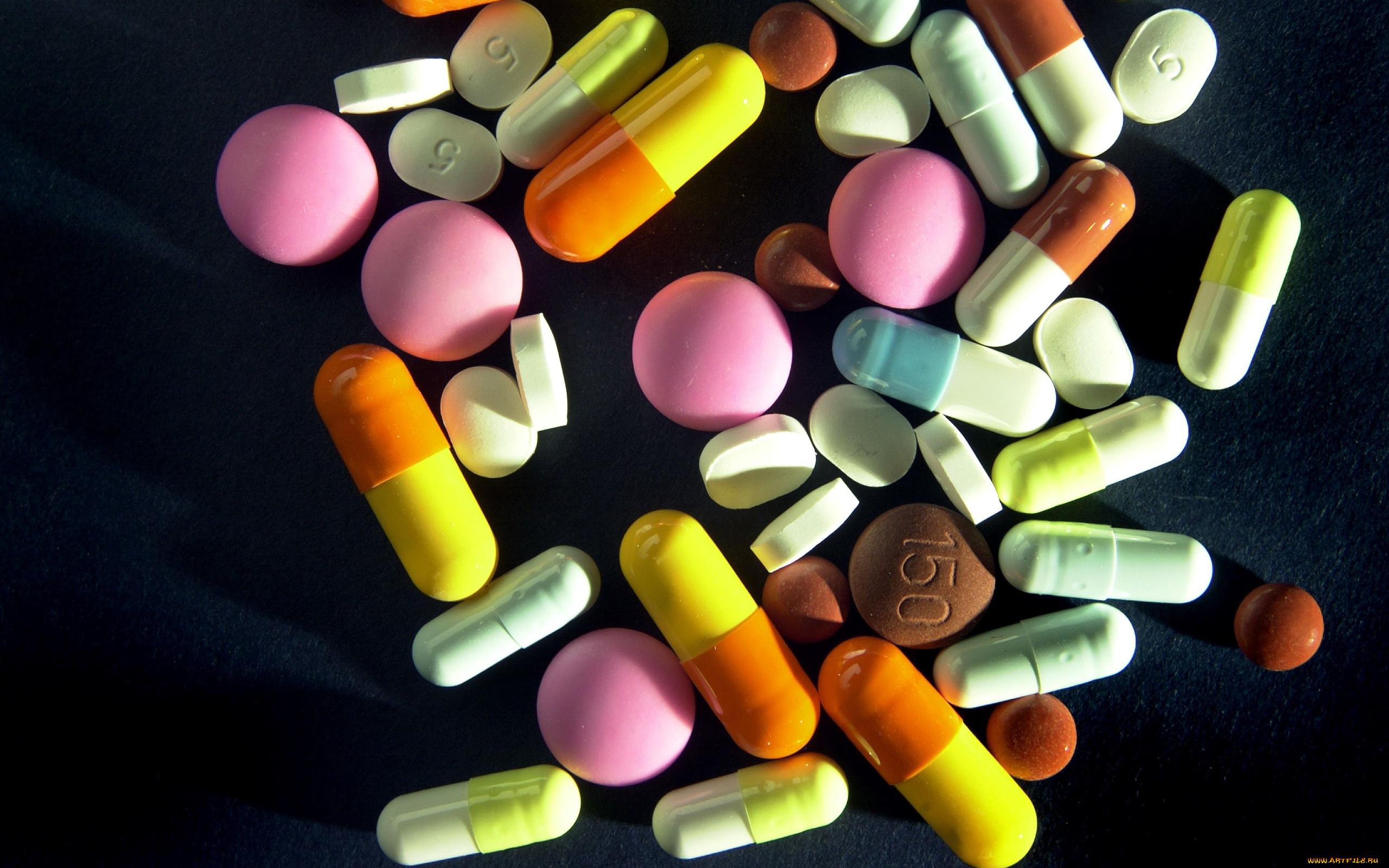 Картинка лекарства на столе